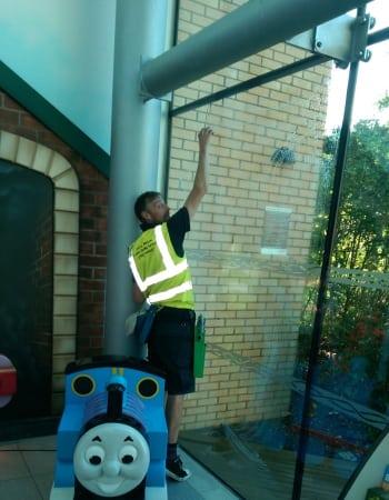 inside window cleaning (1)